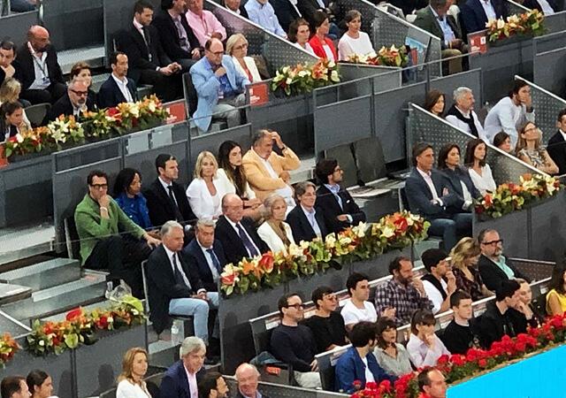 los reyes eméritos durante el partido de tenis